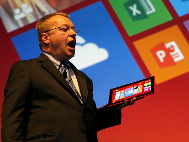 Nokia CEO, Canadian Stephen Elop, holds a Nokia Lumia 2520 on stage during an event to unveil Nokia's latest products in Abu Dhabi. Photo: AFP / Karim Sahib