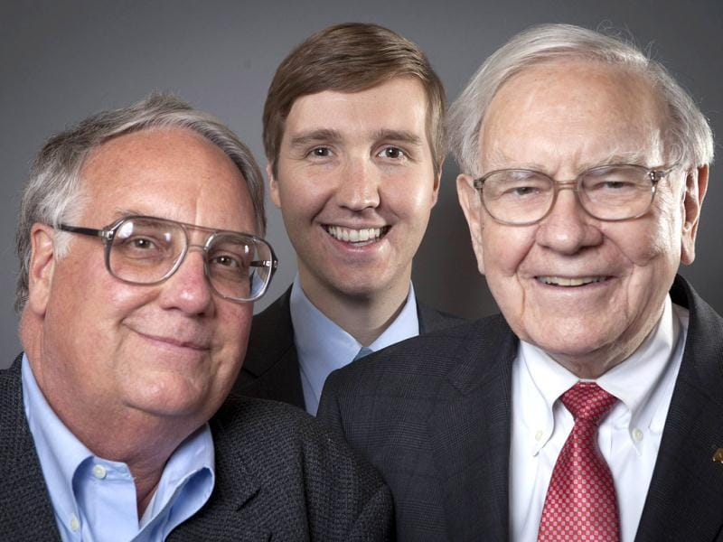 (L-R) Howard G Buffett, chairman and CEO of the Howard Buffett Foundation, stands next to his son Howard W Buffett, lecturer in International Public Affairs at Columbia University, and father Warren Buffett, chairman and CEO of Berksire Hathaway, as they pose for a portrait in New York. (Reuters Photo)