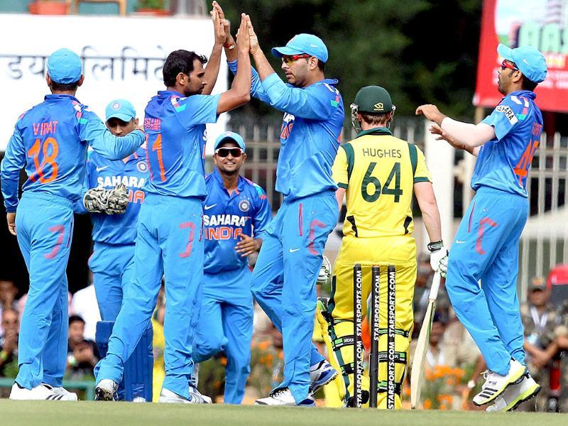 Mohd Shami celebrates with teammates after claiming the wicket of Australia's Aaron Finch during the 4th ODI match in Ranchi. (PTI photo)