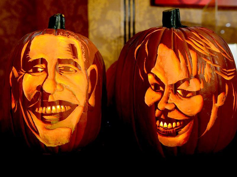 Pumpkins representing US President Barack Obama and First Lady Michelle Obama on display in front of their wax figures at Madame Tussauds ahead of Halloween in New York. (AFP Photo)