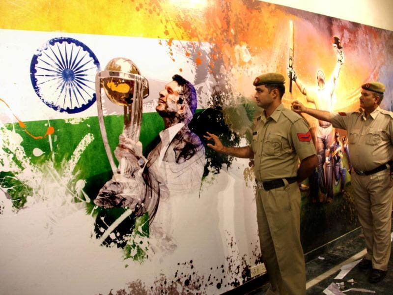 Haryana team official viewing graffiti showing Sachin Tendulkar with World Cup Trophy inside the complex of Lahli stadium, in Rohtak (Haryana). (HT Photo/Manoj Dhaka)