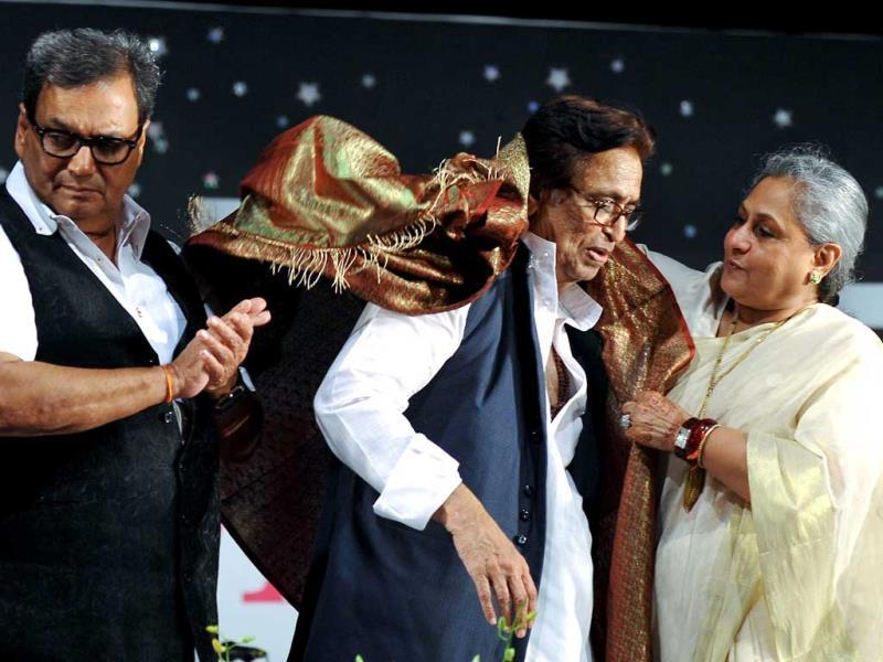 Subhash Ghai and Jaya Bachchan felicitate Hindi and Marathi music composer and singer Pandit Hridaynath Mangeshkar on his 76th birthday in Mumbai on October 26, 2013. (AFP Photo)
