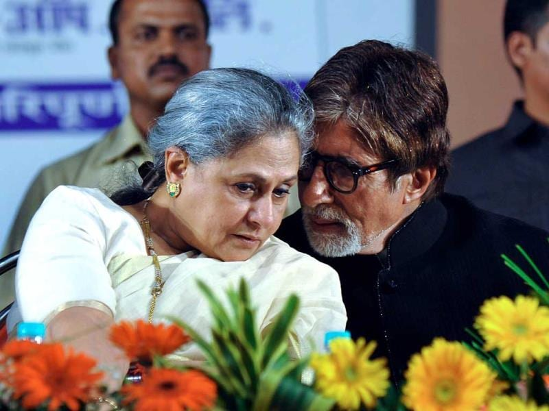 Amitabh Bachchan was honoured at 'Pandit Hridaynath Mangeshkar Awards' on the occasion of the 76th birthday celebration of Hindi and Marathi music composer and singer Pandit Hridaynath Mangeshkar and the 24th anniversary of Hridaynath Arts. The actor was spotted with wife and actress Jaya Bachchan. Take a look at the golden love. (AFP Photo)
