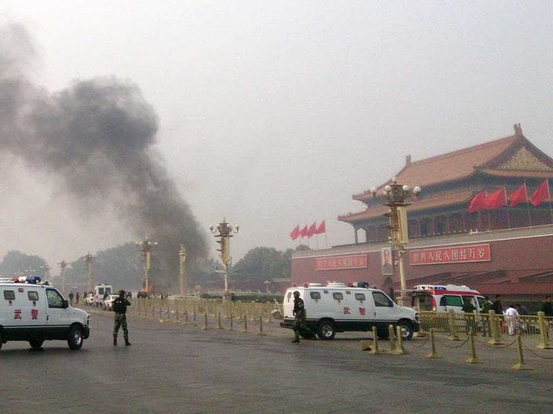 Police cars block off the roads leading into Tiananmen Square after a vehicle crashed in front of Tiananmen Gate in Beijing. (AFP photo)