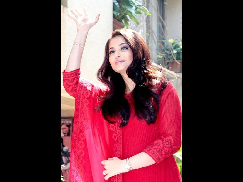 Aishwarya seems to have spotted an old friend!