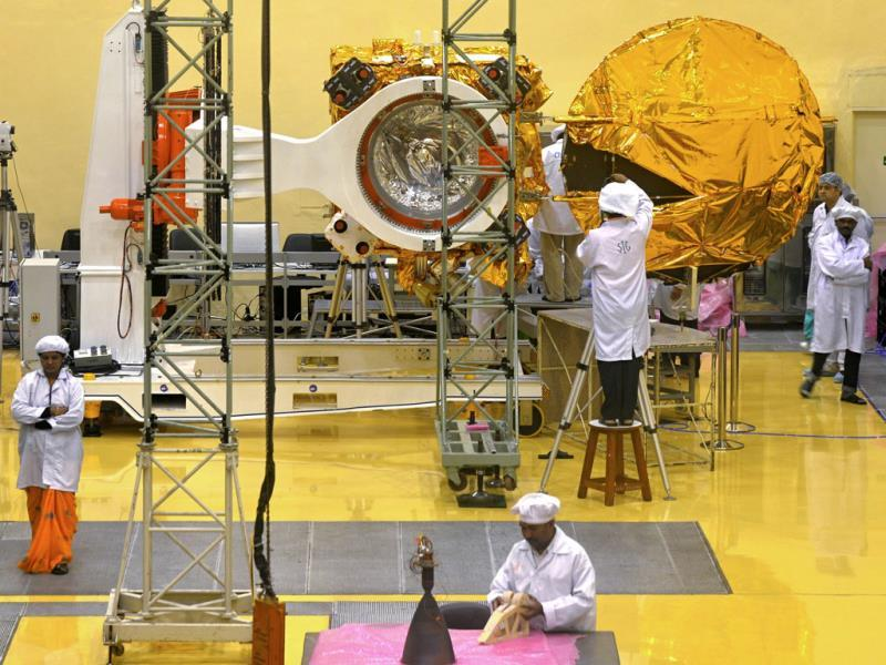 In this photograph taken on September 11, scientists and engineers work on a Mars Orbiter vehicle at the Indian Space Research Organisation's satellite centre in Bangalore. (AFP Photo)