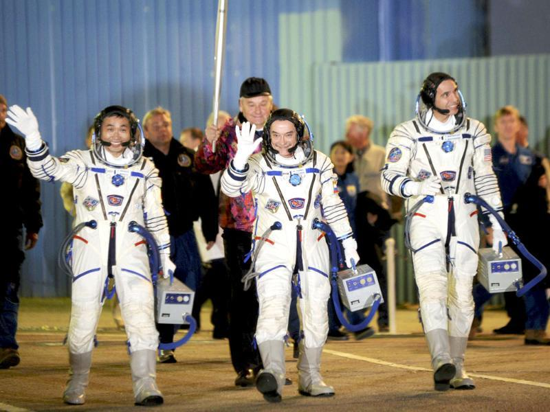 International Space Station (ISS) crew members, Japanese astronaut Koichi Wakata (L), Russian cosmonaut Mikhail Tyurin (C) and Nasa astronaut Rick Mastracchio, will have the Sochi 2014 Winter Olympic Games torch with them when they blast off for the ISS from the Baikonur cosmodrome. (Reuters photo)