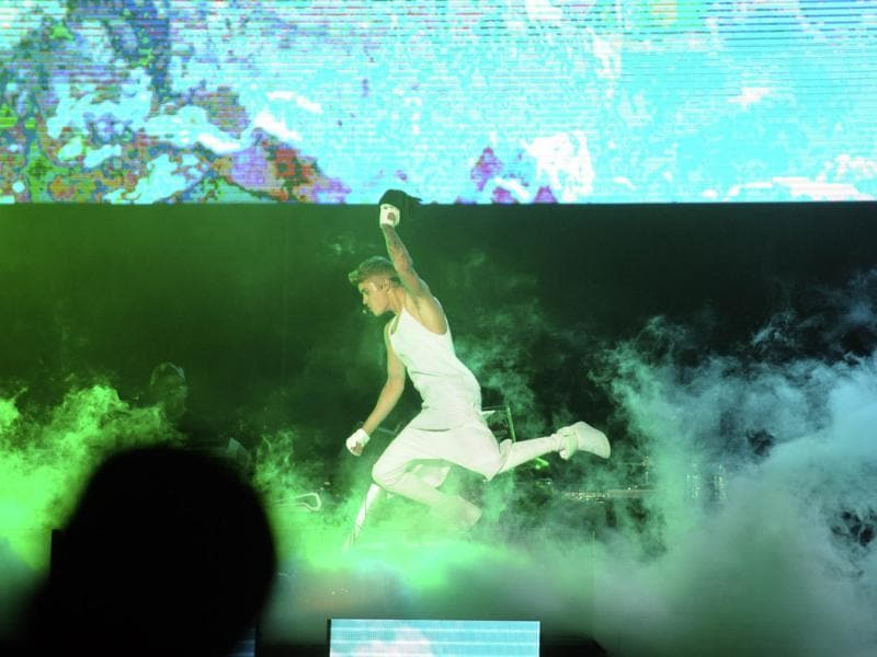 Canadian pop singer Justin Bieber performs during his concert in Asuncion. (AFP photo)