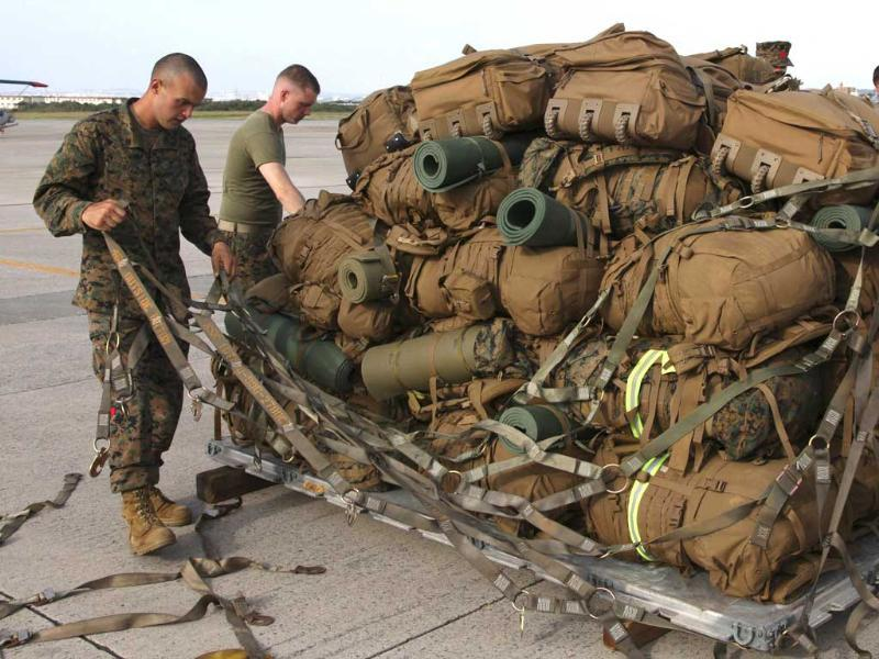 US Marines secure gear onto a pallet during preparations for disaster relief mission to the Philippines at the US Futenma airbase in Ginowan, Okinawa. (Reuters photo)