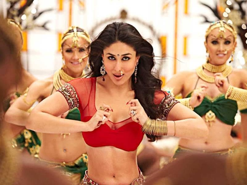 The nose accessory matches with the spirit of Chammak Challo, the foot-tapping number that shows Kareena Kapoor grooving with G.One (SRK).