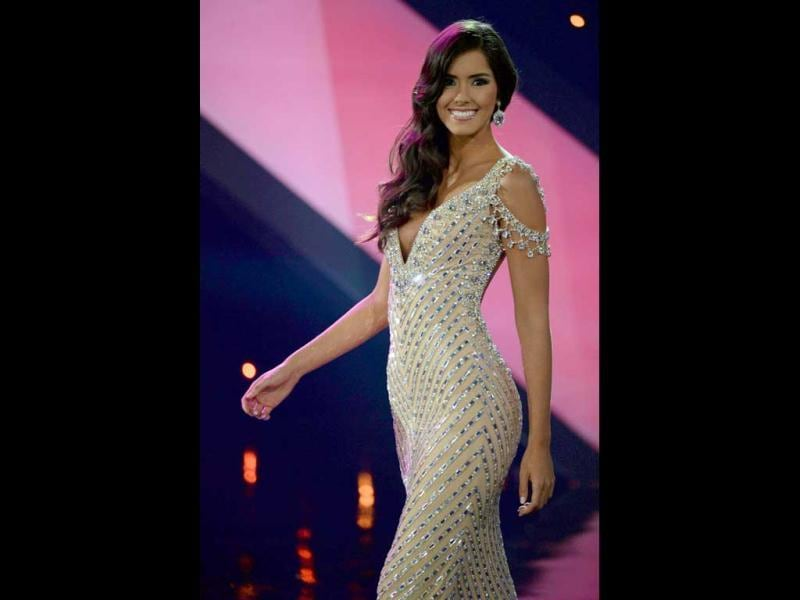 Atlantico department's contestant Paulina Vega walks the runway in the evening gown competition of the Miss Colombia beauty pageant in Cartagena, Colombia. (AFP Photo)