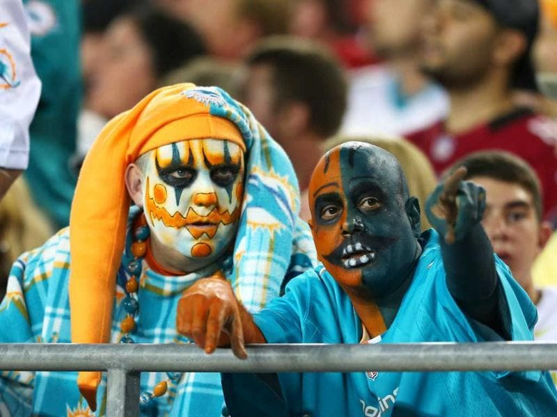 Miami Dolphins fans look on in the first half against the Tampa Bay Buccaneers at Raymond James Stadium in Tampa, Florida. (AFP Photo)