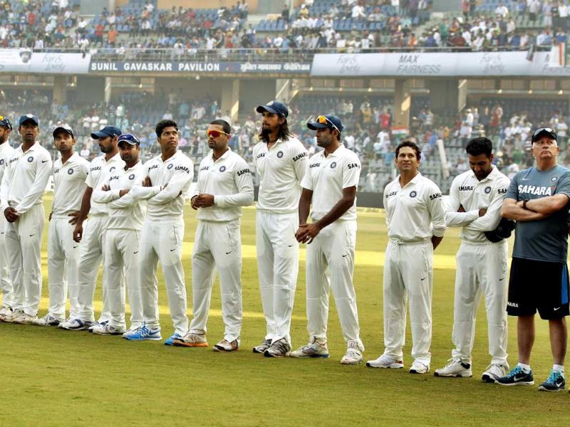 Master Blaster Sachin Tendulkar lined up with other team members on his final test match against West Indies at Wankhede Stadium in Mumbai. (Ajay Aggarwal/HT photo)