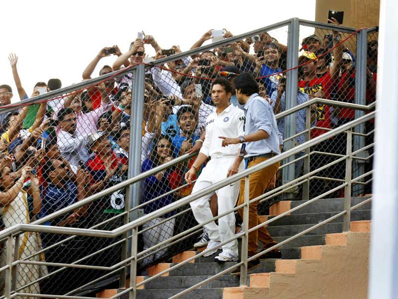Master Blaster Sachin Tendulkar arrives on his final and 200th test match against West Indies at Wankhede Stadium in Mumbai. (Ajay Aggarwal/HT photo)