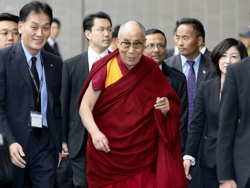 Tibetan spiritual leader, the Dalai Lama arrives at Narita international airport in Narita, east of Tokyo. (Reuters Photo)