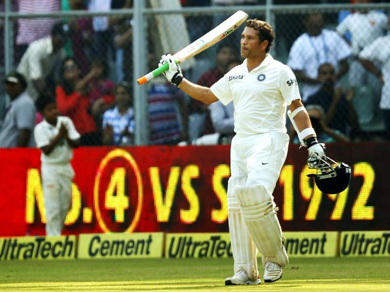 Sachin thanks the crowd during his final Test at Wankhede Stadium. (Ajay Aggarwal/ HT photo)