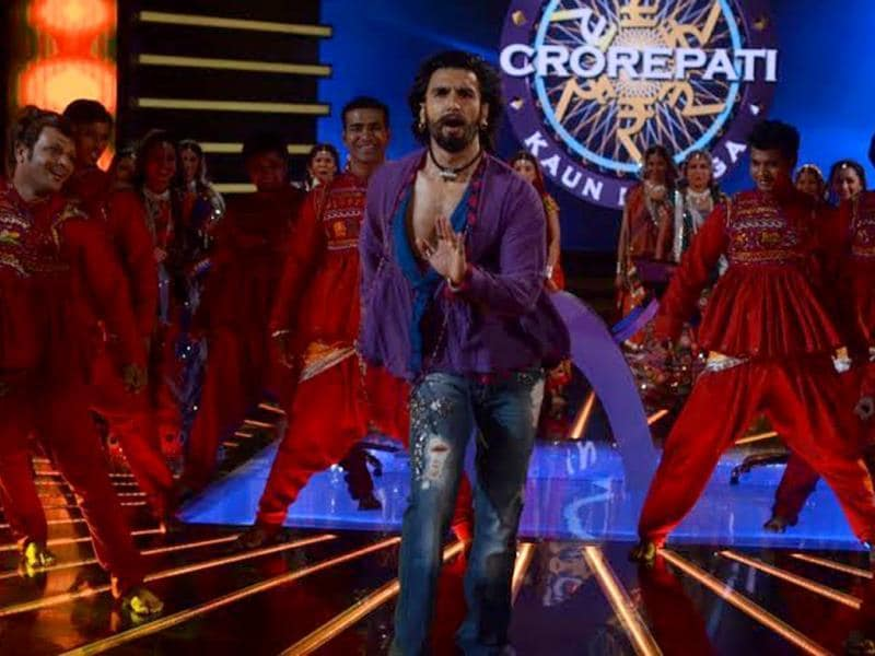 KBC 7 set came alive as livewire Ranveer Singh danced to a song from his film.