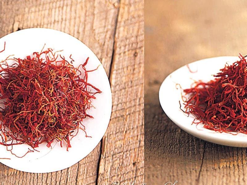 Saffron helps the skin to retain moisture and enhances complexion. Take sandalwood power, three strands of saffron, and two tbsp milk. Mix well and apply on your face. Let it dry for 20 minutes and rinse for radiant and smooth skin.