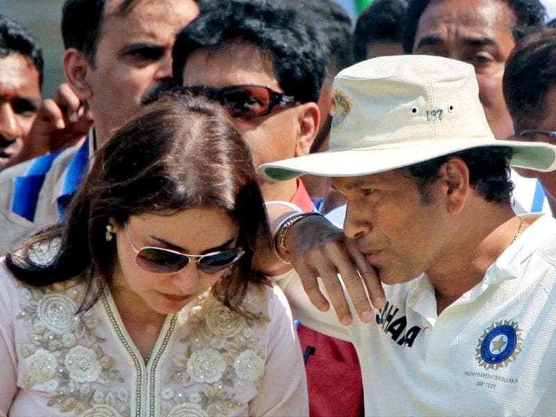 Tendulkar with wife Anjali during his farewell ceremony at Wankhede stadium in Mumbai. (PTI Photo)