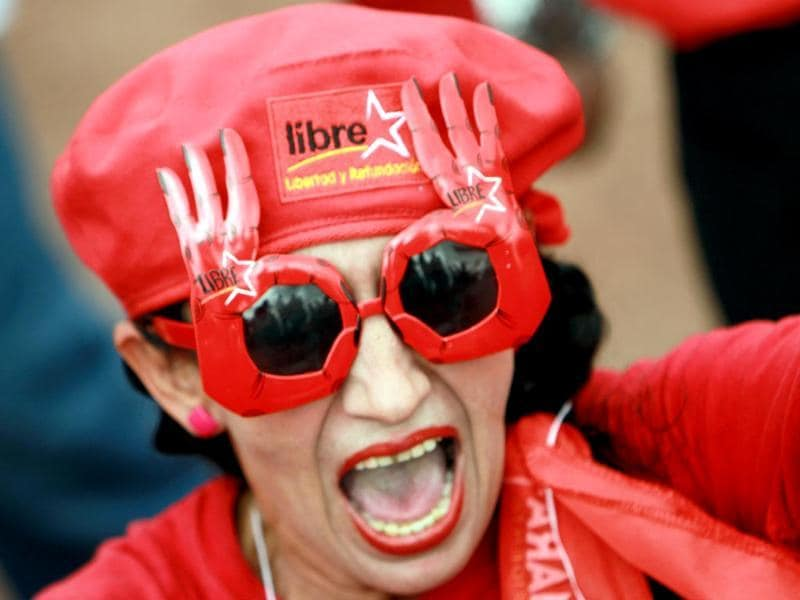 A supporter of a Honduran presidential candidate for the Libertad y Refundacion party in Tegucigalpa, Honduras. (AFP Photo)