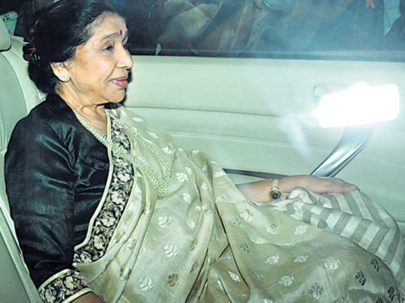 Singer Asha Bhosle was also in the guest list.