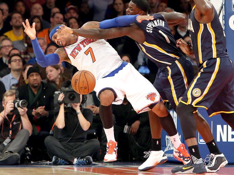 Lance Stephenson #1 of the Indiana Pacers fouls Carmelo Anthony #7 of the New York Knicks in the third quarter at Madison Square Garden in New York City. )AFP photo)