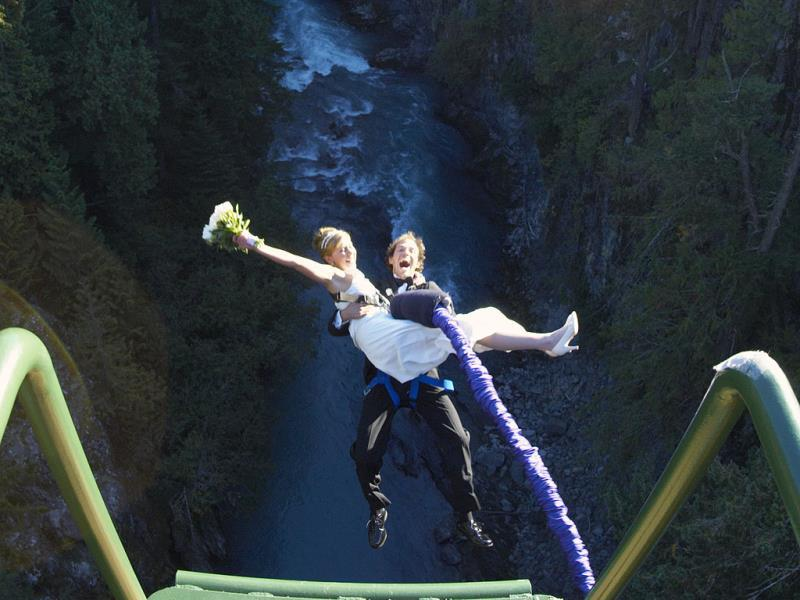 Enjoy a free fall: Take a leap of faith at the Mokai Gravity Canyon. Try the mighty 80-metre bungee, feel the thrill of the 50-metre free fall on the bridge swing, or the rush of the 160 km per hour flying fox even as you exchange vows.