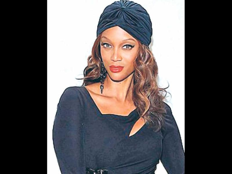 You can wrap it up with a brooch or stick a feather through it, but sleek, fitted turbans are the way to go this season. Tyra Banks shows how to flaunt the turban.