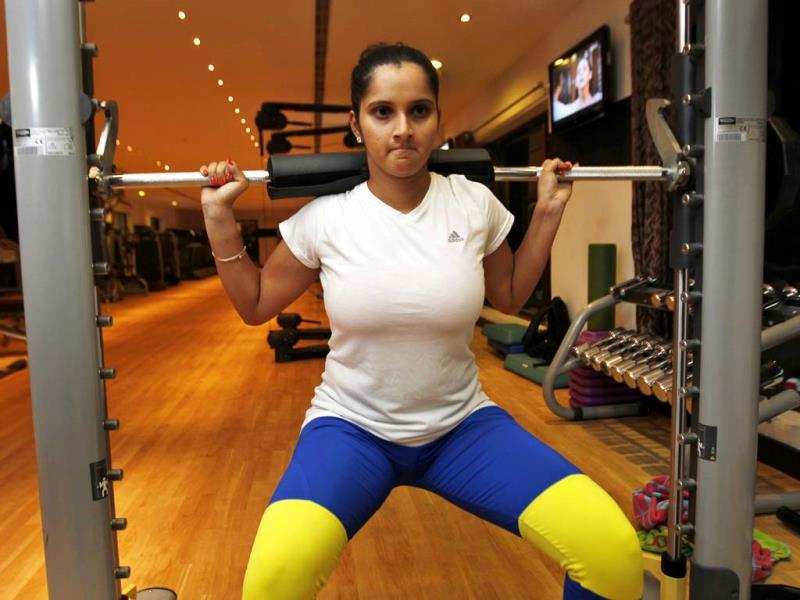 It may be the off season, but Sania is not taking it easy. She keeps herself fit with an hour long gym session, keeping the upcoming WTA season in mind, in Hyderabad. (Ajay Aggarwal/HT photo)