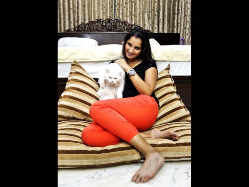 After a long day, Sania Mirza relaxes and spends time with Fluffy, her Persian cat, at her home in Hyderabad. (Ajay Aggarwal/HT photo)