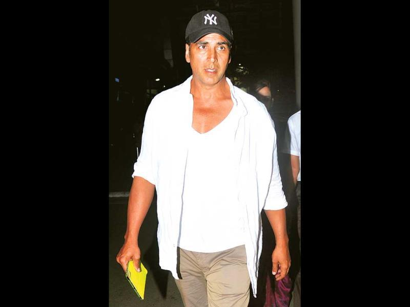 Akshay Kumar was spotted at the Mumbai's domestic airport
