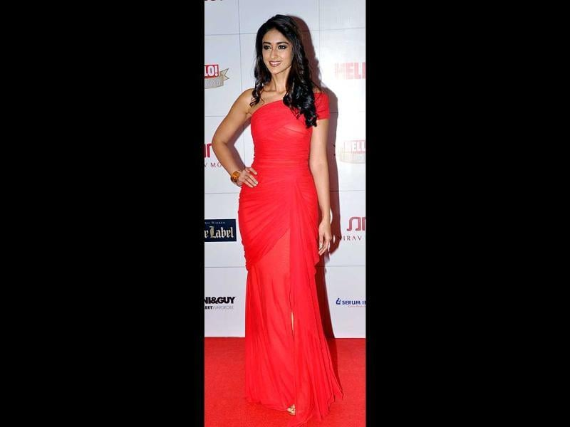 Red seems to be the colour of the evening. Ileana D'Cruz also chose a gown in the shade as she attended the award ceremony.