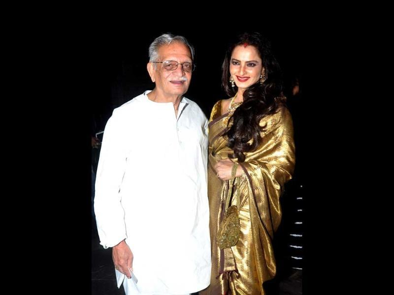 Gulzar and Rekha pose together before attending the award ceremony.