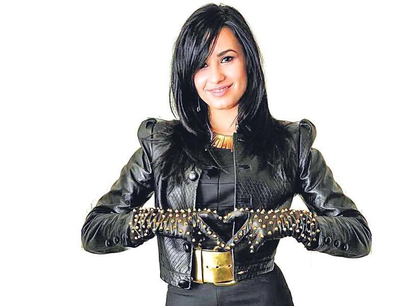 Demi Lovato paves the way with her rock-chic studded pair of leather gloves. You can find a similar option on asos.com for Rs 2,235. We love the quilted texture, and nothing stops you from indulging in all black like the lady crooner!