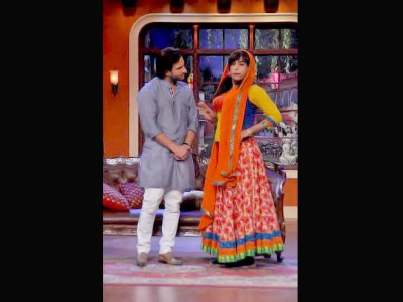 Saif Ali Khan visited the sets of Comedy Nights with Kapil recently to promote Tigmanshu Dhulia's Bullett Raja where Khan plays the lead. Saif was treated to the antics of a new character Dulaari on the episode that will be aired on Sunday (December 1). Take a look at the fun the actor had.