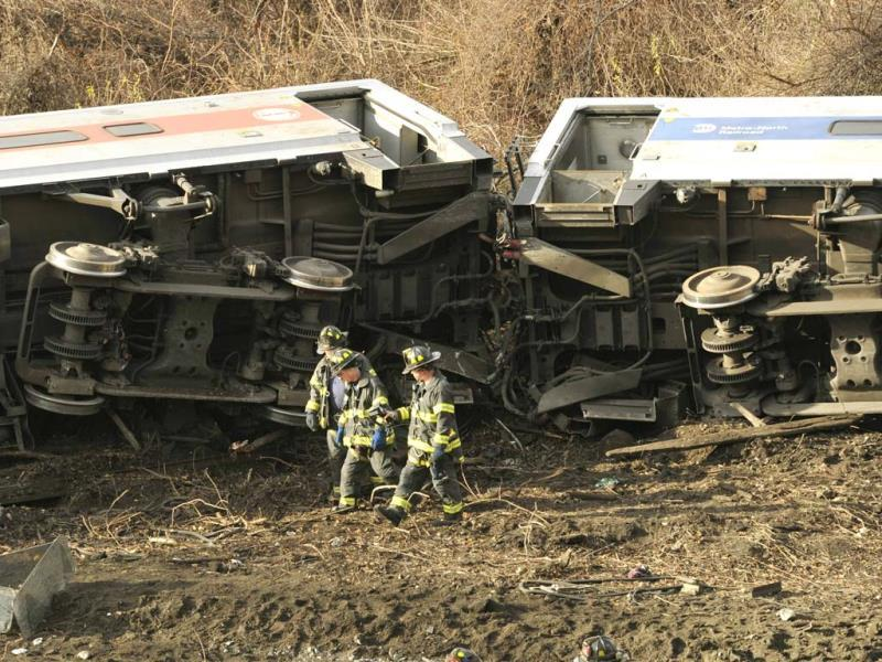 Emergency workers at the scene of a commuter train wreck in the Bronx borough of New York.(AFP PHOTO)