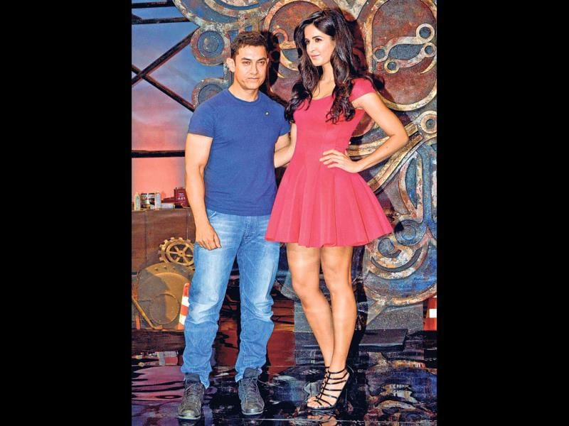 Katrina Kaif clearly towered over Aamir at the promo even of Dhoom:3 recently. The superstar claimed he loves tall women. Interestingly, not only Aamir but his peers too seem to be working with taller co-stars without any issues. Here's a look.