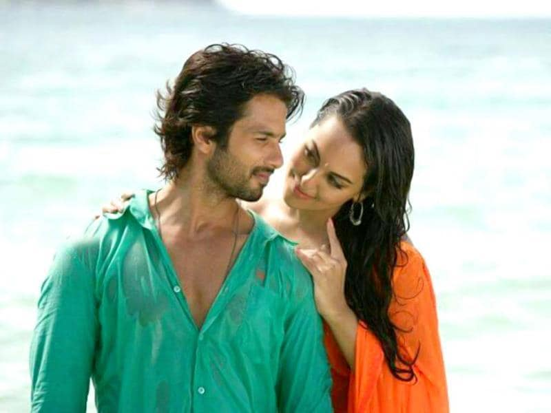R...Rajkumar's lead pair Sonakshi and Shahid apparently bonded over their love for dance.