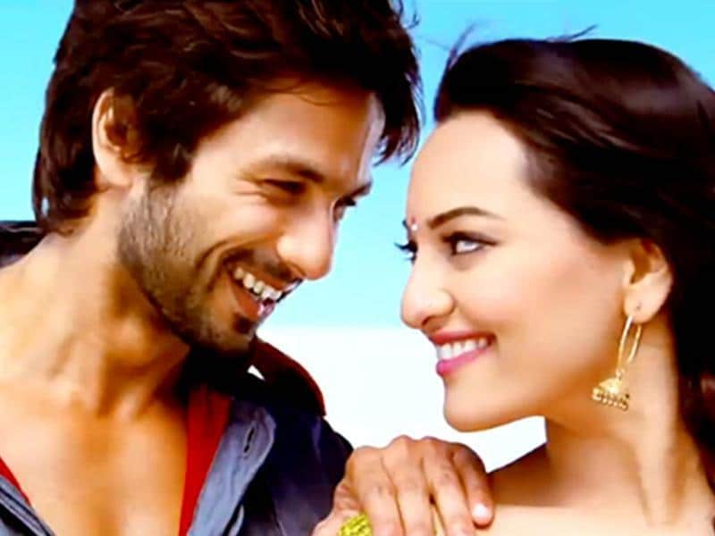 The soundtrack of R...Rajkumar is composed by Pritam.