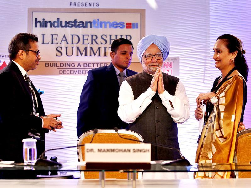 PM Manmohan Singh, chairperson and editorial director of the Hindustan Times group Shobhana Bhartia and editor-in-chief Sanjoy Narayan during the Hindustan Times Leadership Summit 2013. (Ajay Aggarwal/ HT Photo)