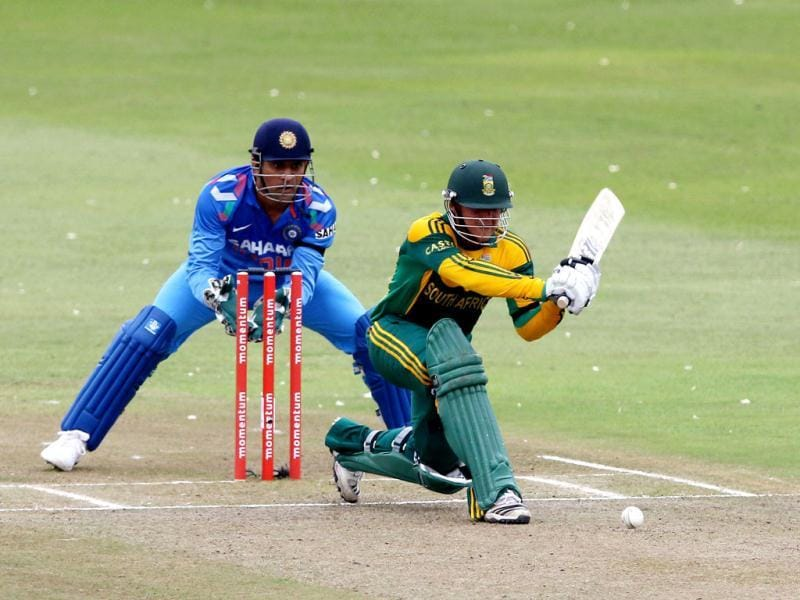 MS Dhoni (L) looks on as Quinton de Kock of South Africa bats during the 2nd ODI between South Africa and India at Kingsmead. (AFP Photo)