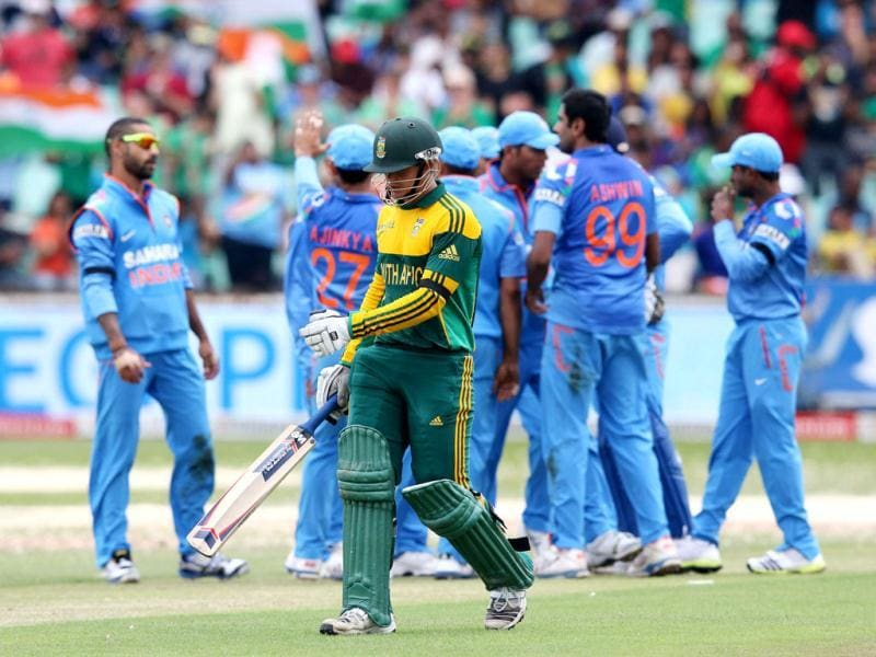 India's cricketers celebrate the wicket of South Africa's Quinton de Kock during the 2nd ODI between India and South Africa at Kingsmead. (AFP Photo)