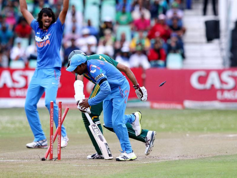 Ambati Rayadu (R) crashes into South Africa's Hashim Amla during the ODI between India and South Africa at Kingsmead. (AFP Photo)