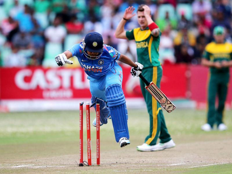 Rohit Sharma runs in front of South Africa's Dale Steyn during the 2nd ODI between India and South Africa at Kingsmead. (AFP Photo)