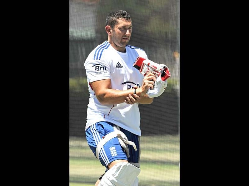 England cricketer Tim Bresnan prepares to bat in the nets duing a training session on the eve of the third Ashes cricket Test between England and Australia in Perth. (AFP PHOTO)