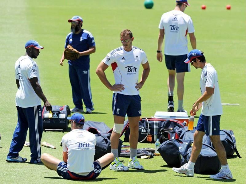 England cricketers prepare to start a training session on the eve of the third Ashes cricket Test between England and Australia in Perth . (AFP PHOTO)