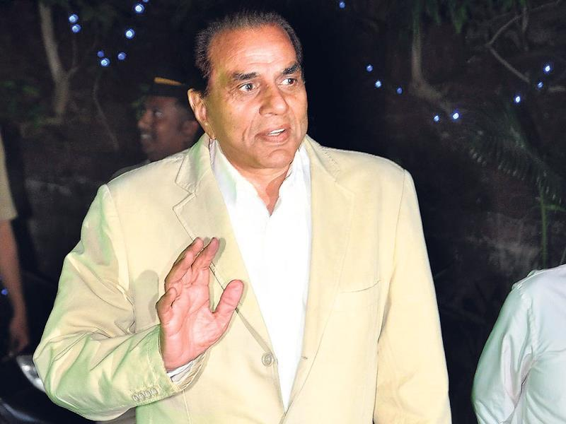 Dharmendra also paid a visit to wish Dilip.