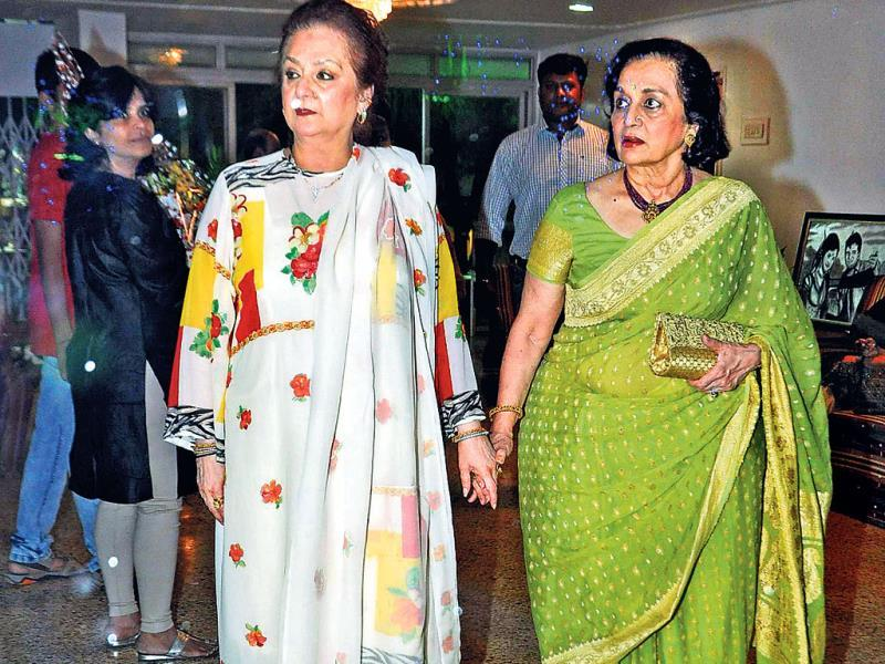 Asha Parekh also attended the do.
