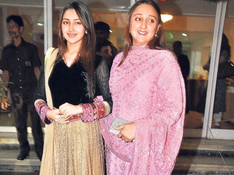 Small-time actor and Saira Banu's niece Shaheen Banu was there with her daughter Sayesha.