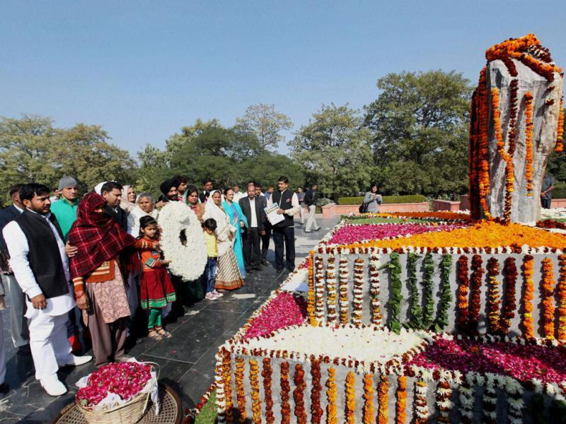 All India Anti Terrorist Front chairman MS Bitta along with the martyrs' family members pay tribute to the martyrs of 2001 Parliament attack on its 12th anniversary. (PTI Photo)